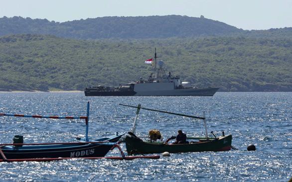 Cứu tàu ngầm Indonesia: còn nước còn tát - Ảnh 1.
