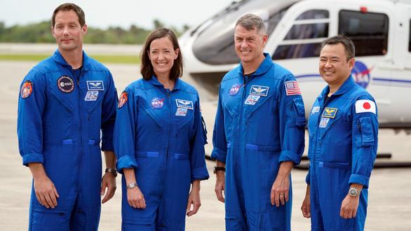 Những điều chưa biết về 4 phi hành gia vừa lên vũ trụ - Ảnh 2.
