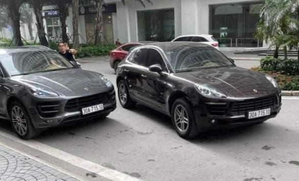Công an thông báo truy tìm tài xế lái xe Porsche Macan mang biển số giả - Ảnh 1.