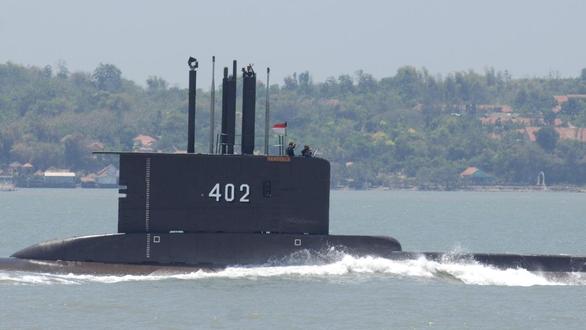 Chạy đua giải cứu tàu ngầm Indonesia - Ảnh 1.