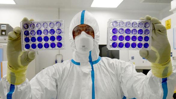 Sắp có thêm vắc xin chất lượng ngừa COVID-19, Anh lại hớt tay trên - Ảnh 2.