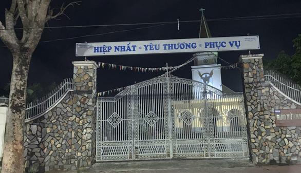 Bắt khẩn cấp nghi phạm đâm thủng bụng linh mục 70 tuổi, đốt nhà thờ An Khê - Ảnh 1.