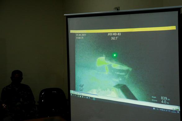 Hình ảnh đầu tiên về tàu ngầm KRI Nanggala-402 bị chìm: Vỡ thành 3 mảnh - Ảnh 1.