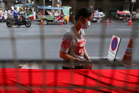Thái Lan đang tăng khủng hoảng gần 3.000 ca COVID-19 chỉ một ngày 24-4 - Ảnh 1.