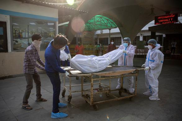 Ấn Độ  thêm 346.786 ca nhiễm lập kỷ lục thế giới mới, 2.624 ca tử vong trong vòng 24 giờ - Ảnh 1.