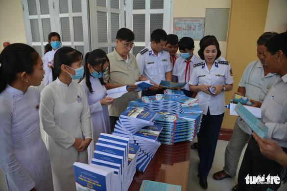 Nhiều hoạt động Nghĩa tình biên giới, biển đảo của cảnh sát biển Việt Nam - Ảnh 3.