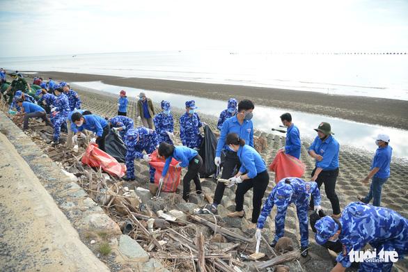 Nhiều hoạt động Nghĩa tình biên giới, biển đảo của cảnh sát biển Việt Nam - Ảnh 1.
