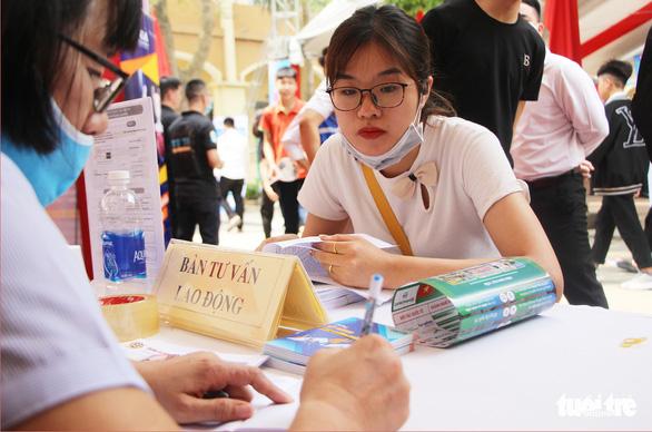 Hà Nội tổ chức phiên giao dịch việc làm: Gần 1.000 việc làm cho học sinh, sinh viên - Ảnh 1.