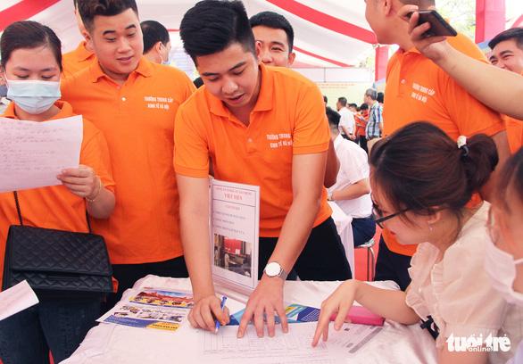 Hà Nội tổ chức phiên giao dịch việc làm: Gần 1.000 việc làm cho học sinh, sinh viên - Ảnh 3.
