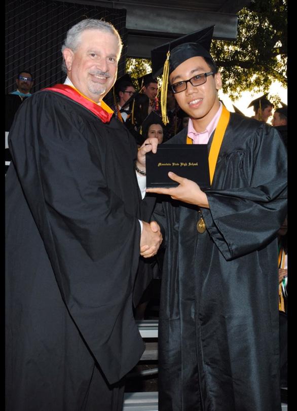 Cựu học sinh Quốc tế Á Châu đạt học bổng tiến sĩ ở tuổi 23 - Ảnh 1.