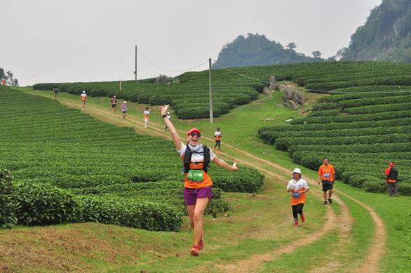 Cô gái đến từ Sa Pa bất ngờ vô địch cự ly 70km tại Vietnam Trail Marathon 2021 - Ảnh 2.