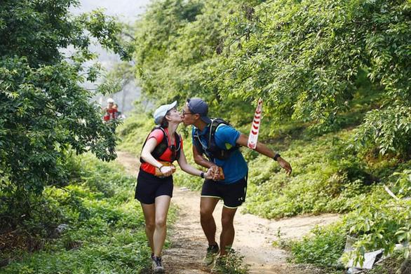 Cô gái đến từ Sa Pa bất ngờ vô địch cự ly 70km tại Vietnam Trail Marathon 2021 - Ảnh 3.