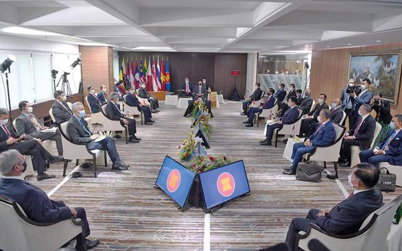ASEAN kêu gọi quân đội Myanmar chấm dứt bạo lực, thả toàn bộ chính trị gia bị bắt  - Ảnh 1.