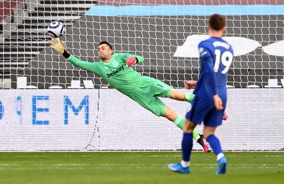 Đá bại West Ham, Chelsea nắm lợi thế lớn trong cuộc đua vào tốp 4 - Ảnh 2.