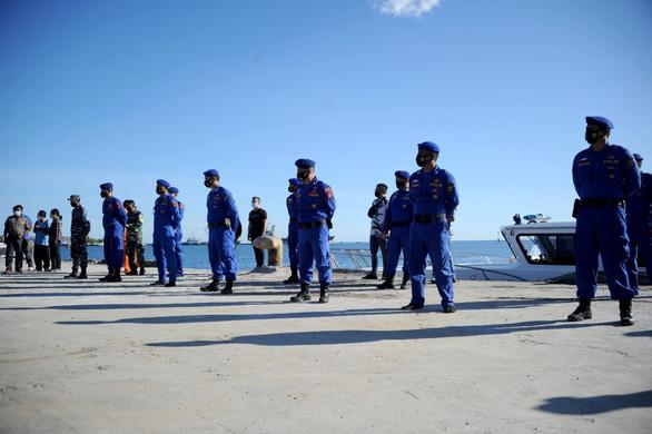 Tổng thống Indonesia chia buồn với gia đình 53 quân nhân trong thảm kịch tàu ngầm - Ảnh 1.