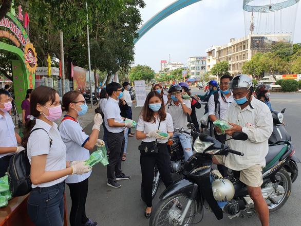 Cần Thơ cảnh giác cao với COVID-19, Tây Ninh xử lý nghiêm xuất nhập cảnh trái phép - Ảnh 1.