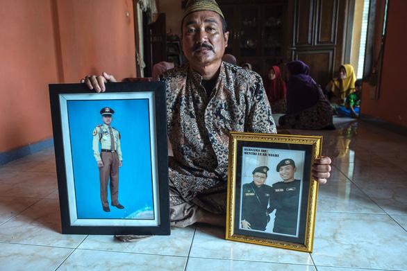 Tàu ngầm Indonesia chìm: Người nhà muốn tìm được con bằng mọi giá - Ảnh 3.