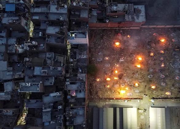 Chống dịch hỗn loạn dẫn đến thảm kịch ở Ấn Độ - Ảnh 3.