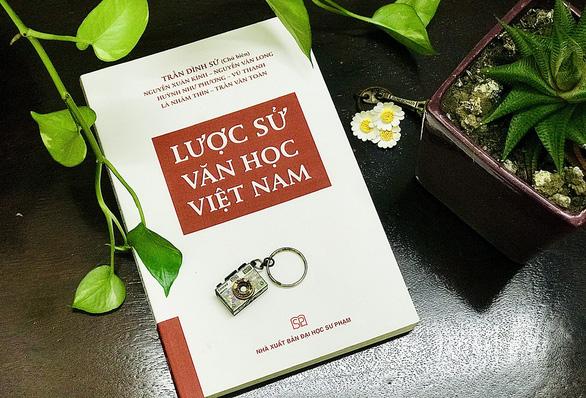 Lược sử văn học Việt Nam: Lời mời đến với văn học Việt - Ảnh 1.