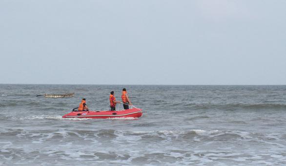 Tìm thấy thêm 2 thi thể vụ 4 học sinh đuối nước khi tắm biển ở Thanh Hóa - Ảnh 1.