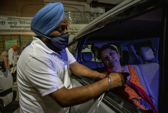 Mỹ, châu Âu, Pakistan giúp Ấn Độ đối phó sóng thần COVID-19 - Ảnh 1.