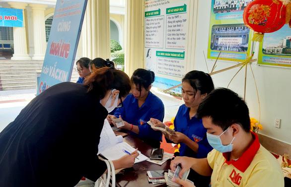 ĐH Nam Cần Thơ trao 150 triệu đồng Cùng Tuổi Trẻ góp vắc xin COVID-19 - Ảnh 3.