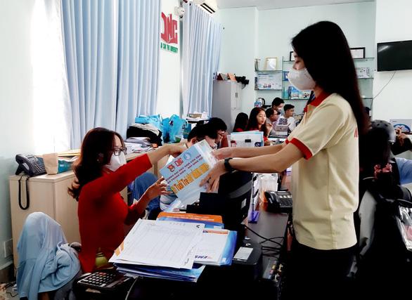 ĐH Nam Cần Thơ trao 150 triệu đồng Cùng Tuổi Trẻ góp vắc xin COVID-19 - Ảnh 2.