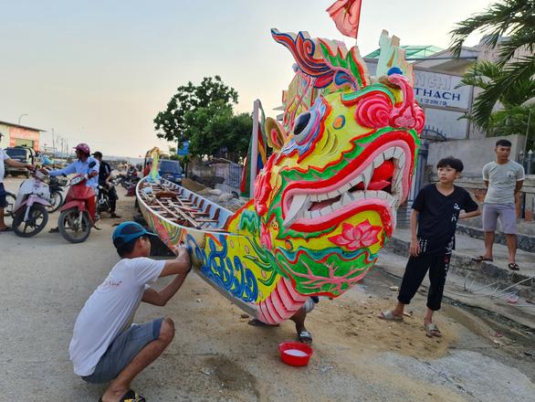 Gần 200 năm lễ hội đua thuyền Lý Sơn, hôm nay là di sản quốc gia - Ảnh 4.