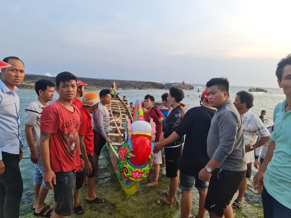 Gần 200 năm lễ hội đua thuyền Lý Sơn, hôm nay là di sản quốc gia - Ảnh 5.