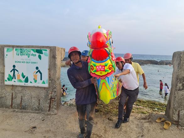 Gần 200 năm lễ hội đua thuyền Lý Sơn, hôm nay là di sản quốc gia - Ảnh 7.