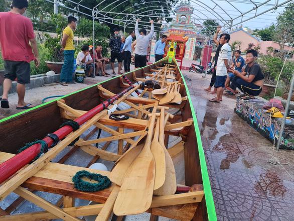 Gần 200 năm lễ hội đua thuyền Lý Sơn, hôm nay là di sản quốc gia - Ảnh 8.