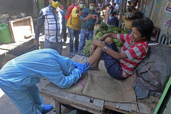 Ấn Độ rút ống thở người già, nhường oxy cứu người trẻ - Ảnh 4.