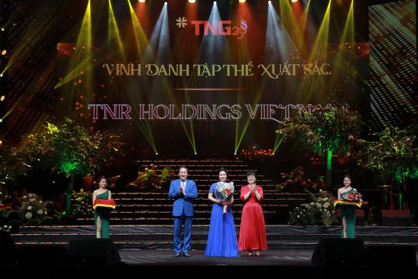 Đêm nhạc kỷ niệm 25 năm đầy cảm xúc của Tập đoàn TNG Holdings Vietnam - Ảnh 2.
