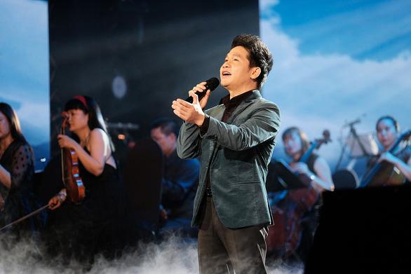 Trọng Tấn mang giọng nam cao sang trọng, phong thái lịch lãm đến Con đường âm nhạc 2021 - Ảnh 1.