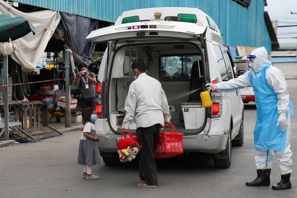 Campuchia giữ phong tỏa thủ đô và Bavet giáp giới Việt Nam - Ảnh 2.