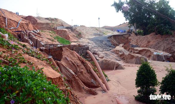 Lở cát - cái giá phải trả ở Bình Thuận - Ảnh 6.