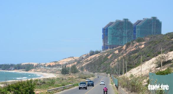 Lở cát - cái giá phải trả ở Bình Thuận - Ảnh 2.