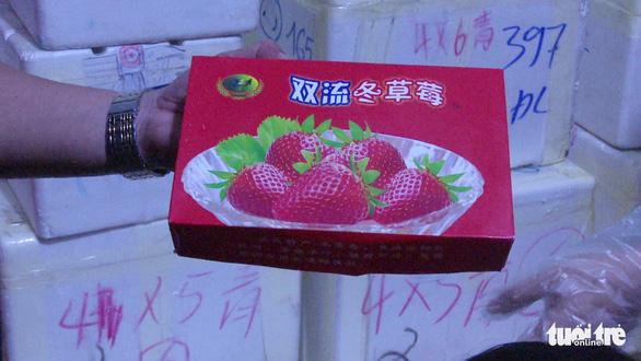 Dâu tây Trung Quốc nhập lậu vào Đà Lạt qua đường hàng không - Ảnh 2.