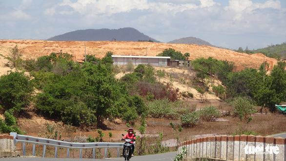 Lở cát - cái giá phải trả ở Bình Thuận - Ảnh 8.