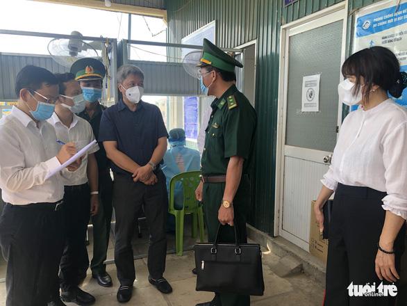Kiểm tra phòng chống dịch ở An Giang, giáp biên giới Campuchia - Ảnh 1.