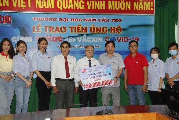 ĐH Nam Cần Thơ trao 150 triệu đồng Cùng Tuổi Trẻ góp vắc xin COVID-19 - Ảnh 1.