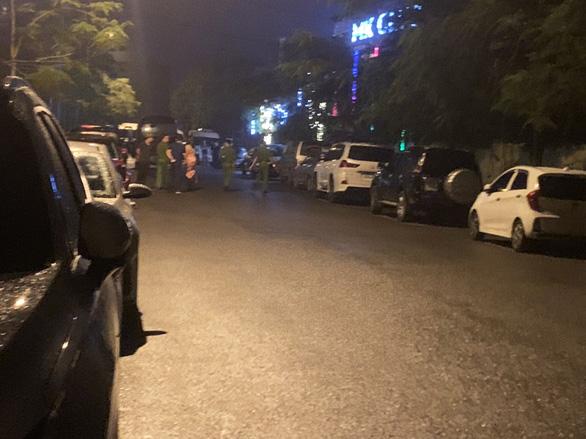 Đột kích bar lớn nhất TP Thái Bình, phát hiện hàng chục người dương tính ma túy - Ảnh 2.