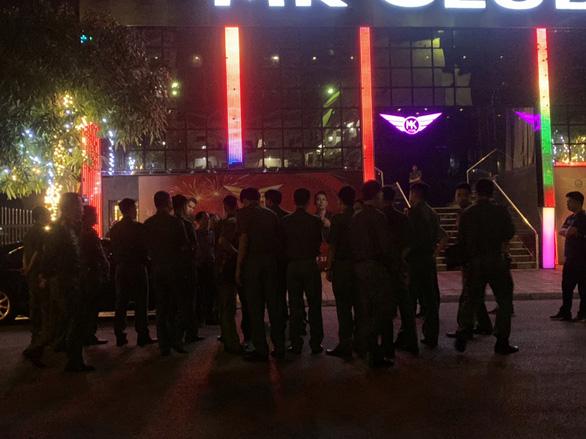 Đột kích bar lớn nhất TP Thái Bình, phát hiện hàng chục người dương tính ma túy - Ảnh 1.