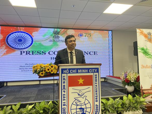 Tổng lãnh sự Ấn Độ dự đoán dịch bệnh sẽ cải thiện sau 1-2 tháng - Ảnh 1.