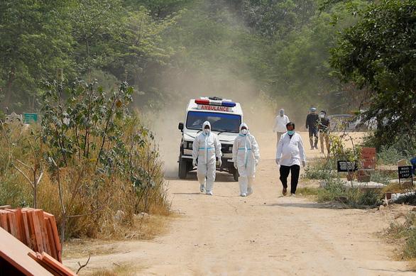 WHO: Dân đổ xô vào bệnh viện khiến tình hình COVID-19 ở Ấn Độ càng tệ hơn - Ảnh 1.