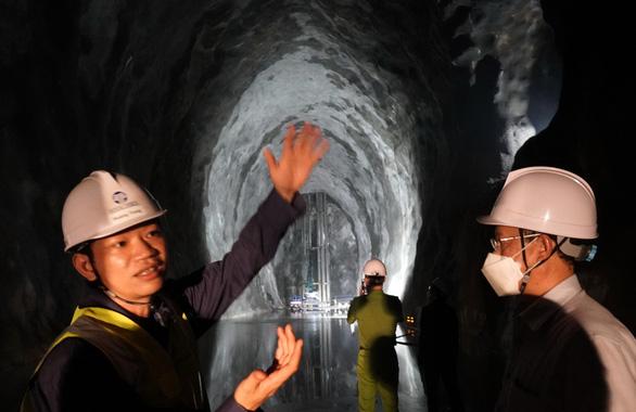 Xuống kho ngầm lớn nhất Đông Nam Á đang xây dựng ở Việt Nam, sâu 200m so với mực nước biển - Ảnh 9.