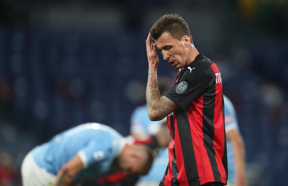 Thảm bại trước Lazio, AC Milan hết cửa vô địch - Ảnh 1.