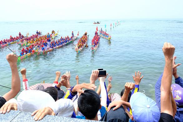 Cuộc đua trăm năm trên biển Lý Sơn - Ảnh 1.