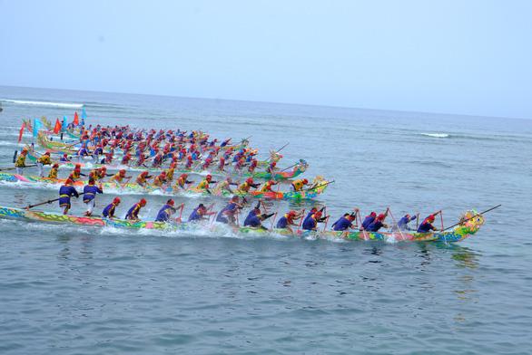 Cuộc đua trăm năm trên biển Lý Sơn - Ảnh 2.