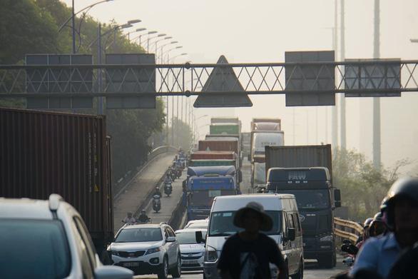 2 nguyên nhân gây kẹt xe trầm trọng ở khu Cát Lái - Ảnh 1.